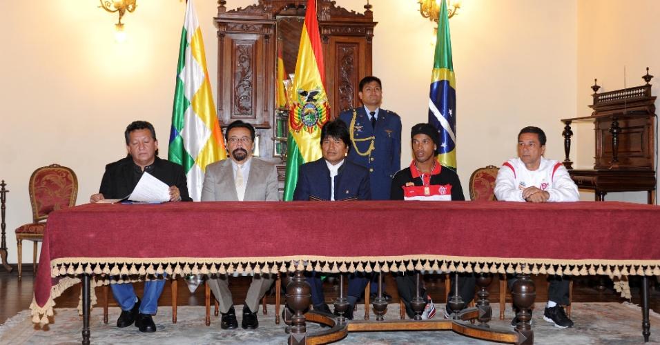 Ronaldinho e Luxemburgo participaram de encontro com Evo Morales