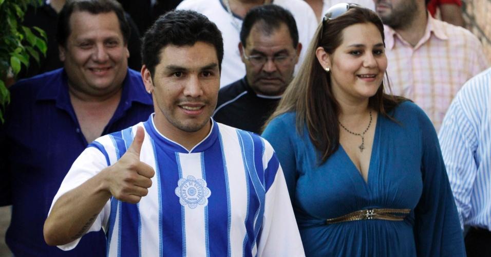 Salvador Cabañas é apresentado pelo 12 de Outubro, clube paraguaio que revelou o atacante em 1998