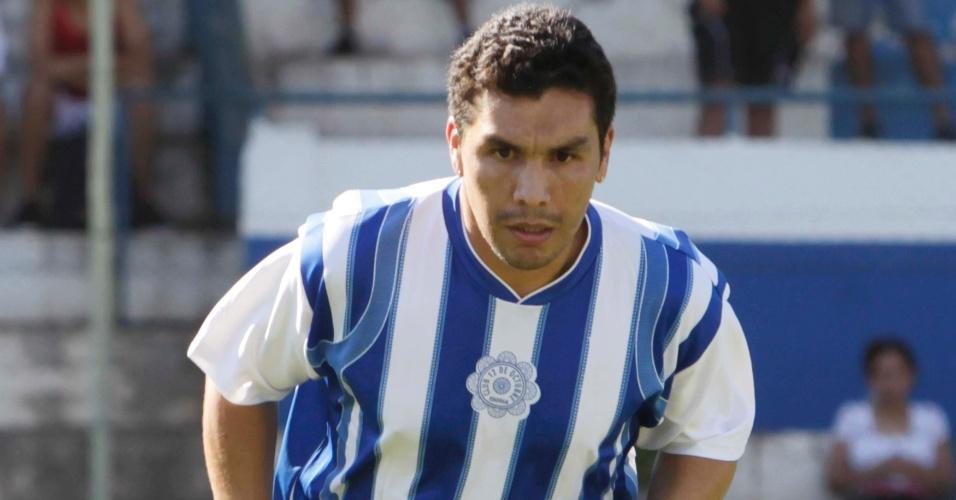 Salvador Cabañas voltará a jogar profissionalmente pelo 12 de Outubro, dois anos após ter levado um tiro na cabeça