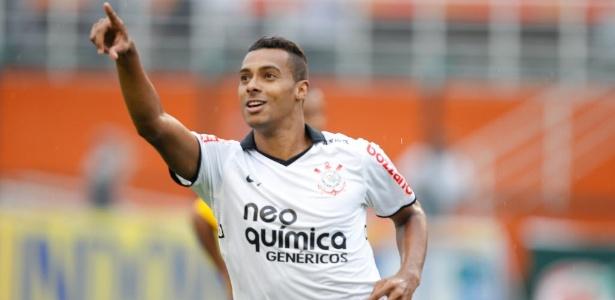 Elton jogou no Corinthians em 2012, integrando o elenco campeão da Libertadores
