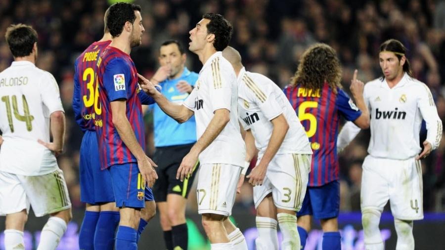 Alvaro Arbeloa em um jogo contra o Barcelona - AFP PHOTO/JAVIER SORIANO