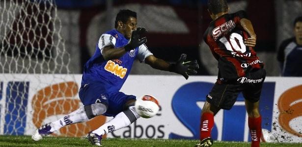 Apesar de Rafael brilhar na seleção brasileira, Aranha quer ser titular no Santos