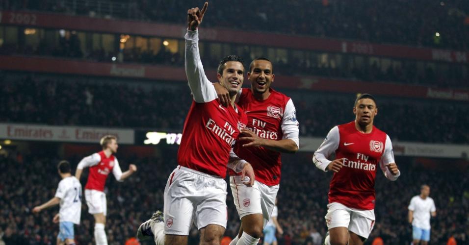 De pênalti, Van Persie marcou dois gols para o Arsenal