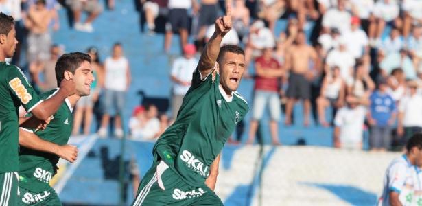 Fernandão defendeu as cores do Palmeiras em 2012. Ele voltará ao Brasil para jogar no Cruzeiro - Célio Messias/AE