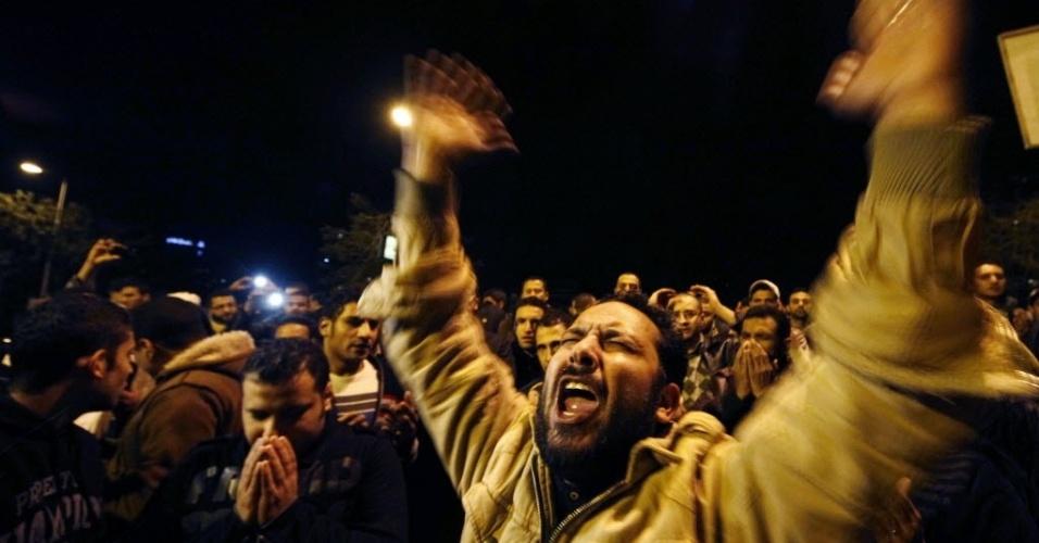 Egípcios protestam após tragédia no campo de futebol