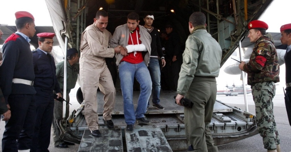 Feridos começam a chegar no Cairo após tragédia no estádio de futebol em Port Said