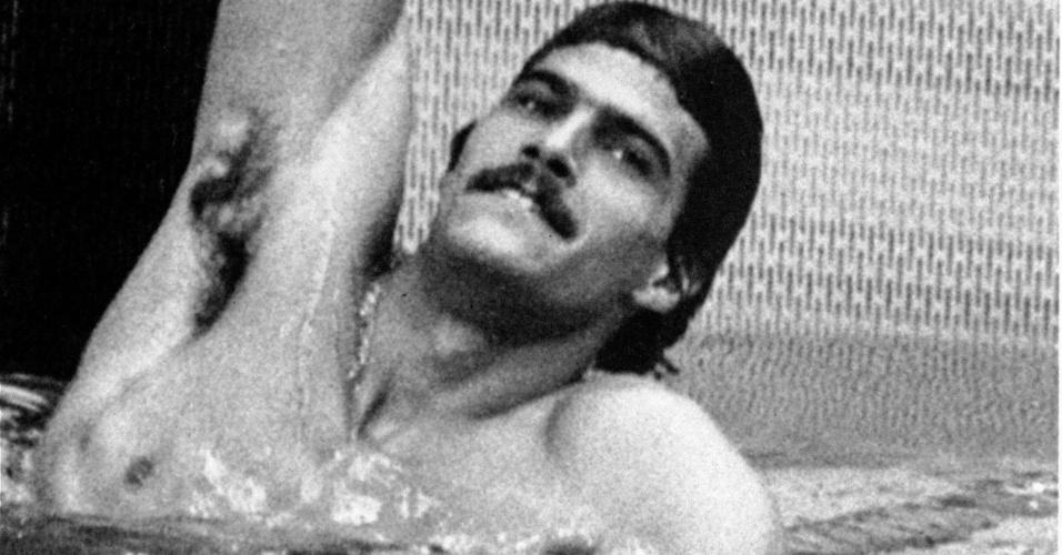 Mark Spitz comemora na Olimpíada de Munique-1972 ao conquistar  o ouro nos 100 m livre (3/9/1972)