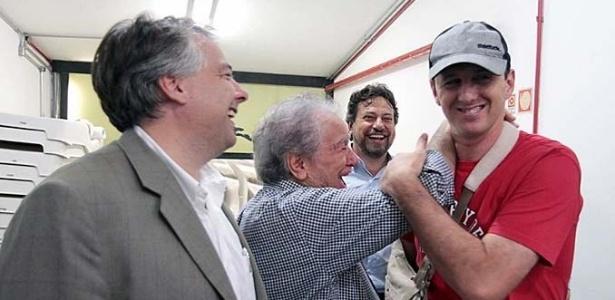 Rogério Ceni recebe carinho do presidente do São Paulo Juvenal Juvêncio
