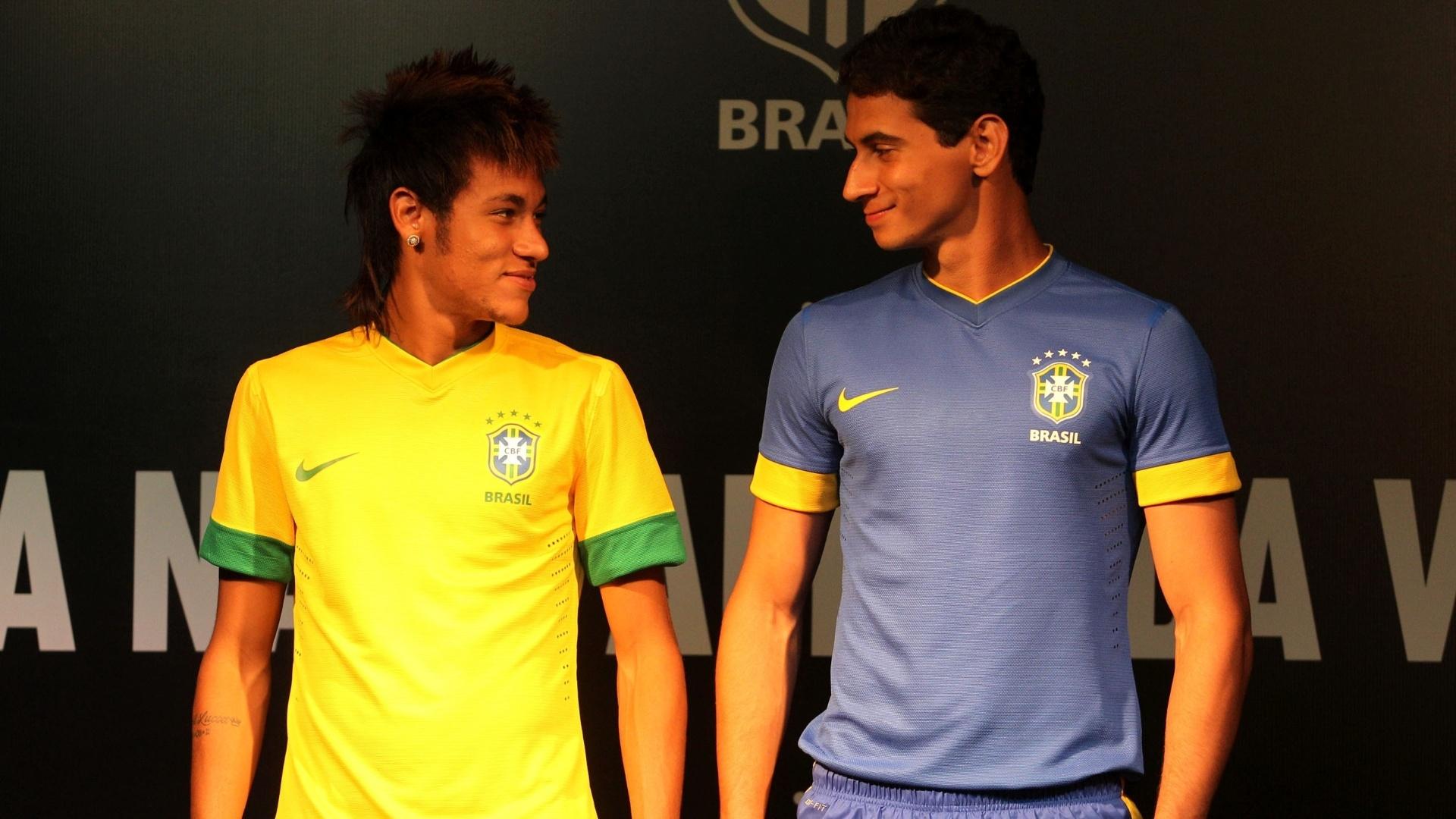 70294c628b Brasil apresenta novo uniforme da seleção e acaba com polêmica tarja verde  - Esporte - BOL