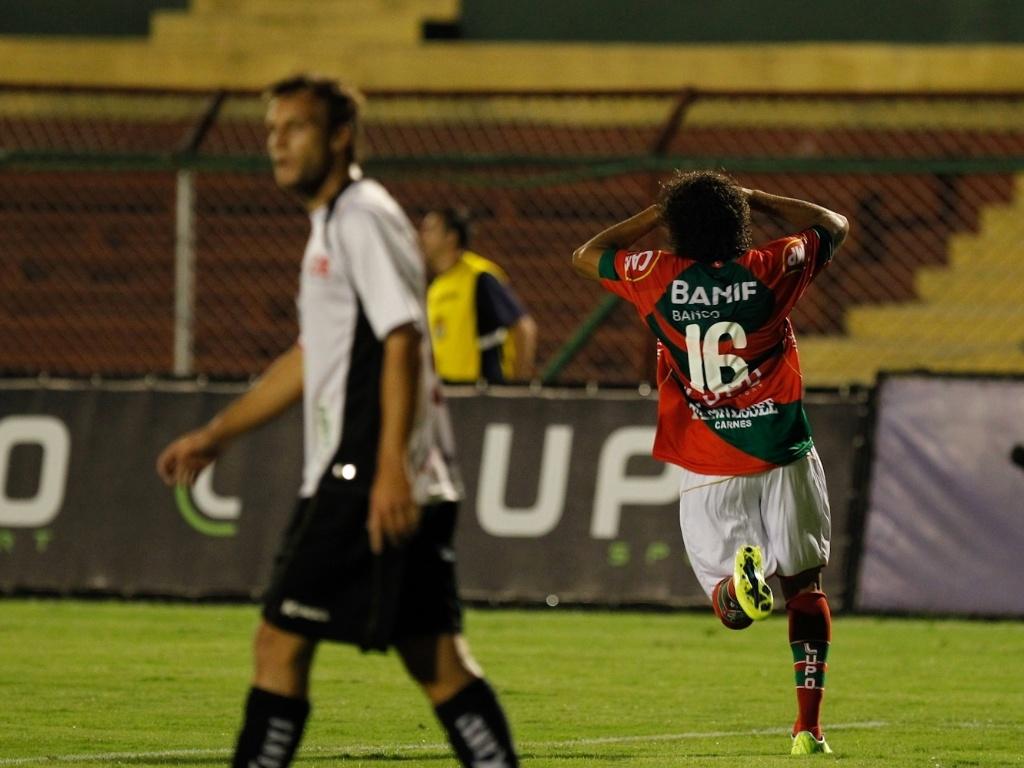 Raí comemora ao marcar o gol que evitou a derrota da Portuguesa contra o Ituano