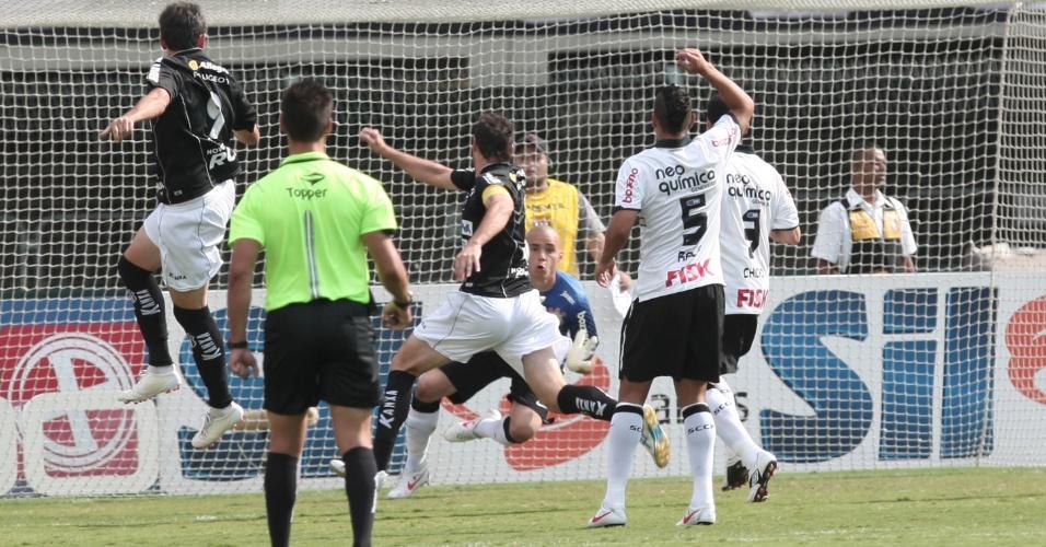 Bragantino leva perigo logo no início e sai na frente do Corinthians em partida pela 5ª rodada do Paulistão (05/02/2012)