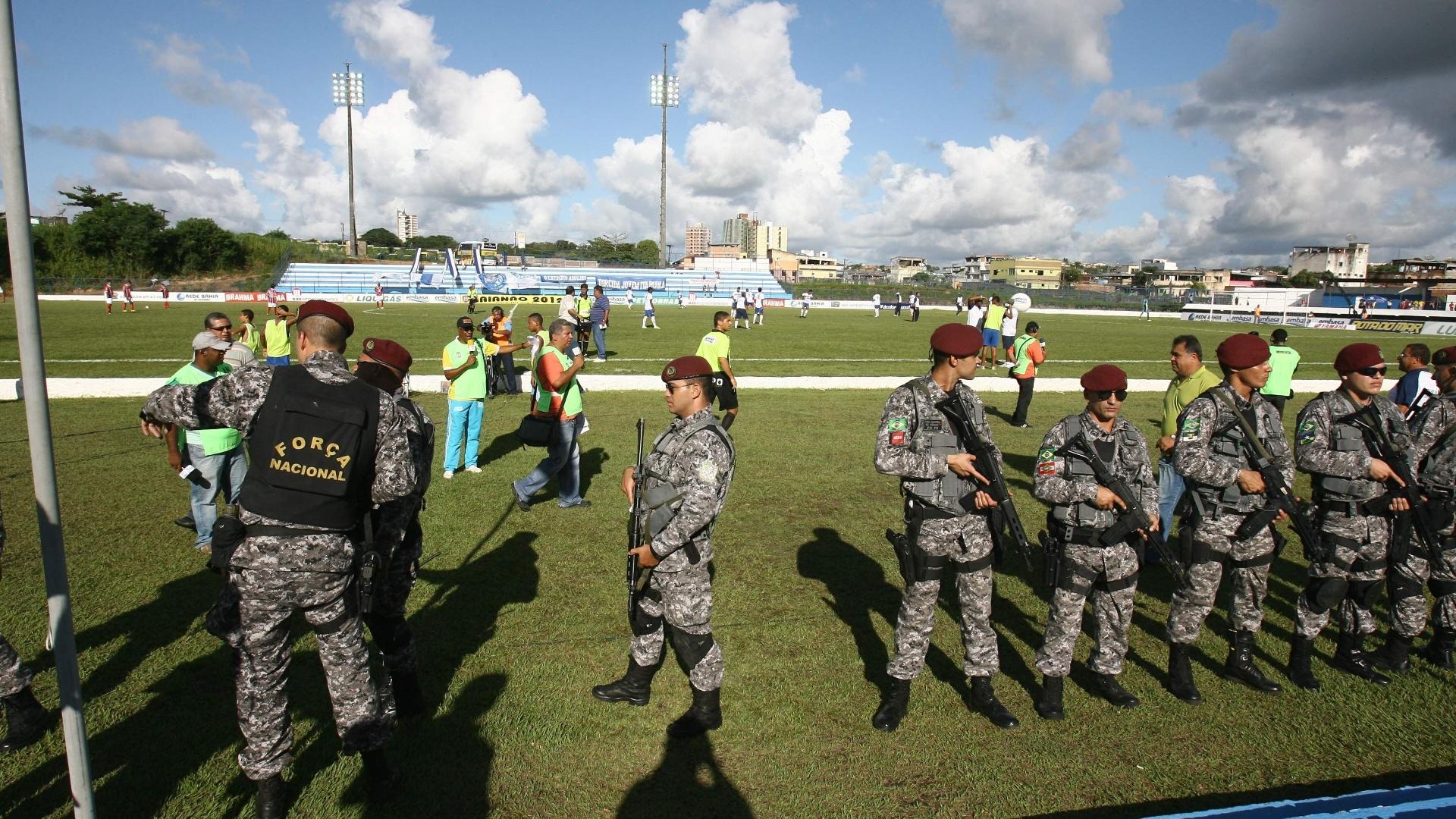 Em razão da greve da Polícia Militar da Bahia, mais de 20 homens da Força Nacional de Segurança atuam durante a partida entre Itabuna e Bahia