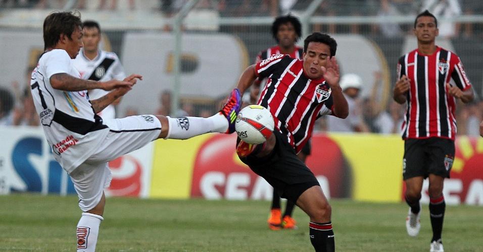 Novo camisa 10 do São Paulo, Jadson (d) faz sua estreia pela equipe contra a Ponte Preta pelo Paulistão (05/02/2012)