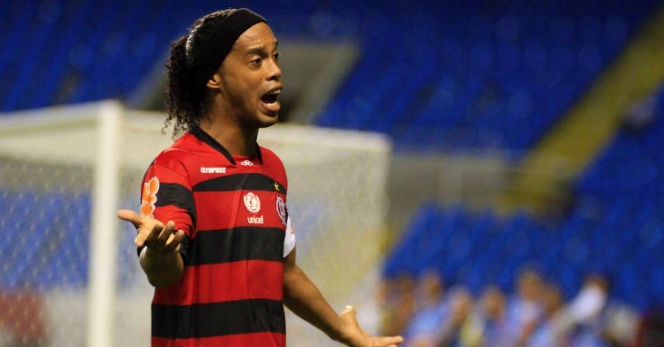 Ronaldinho reclama de marcação do árbitro durante empate sem gols entre Flamengo e Botafogo