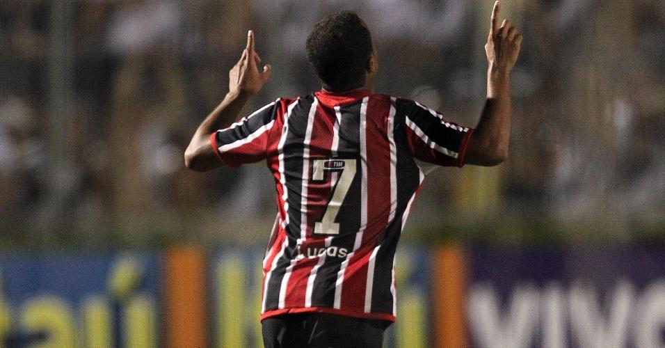 São-paulino Lucas comemora seu gol na vitória sobre a Ponte Preta pela 5ª rodada do Paulistão (05/02/2012)