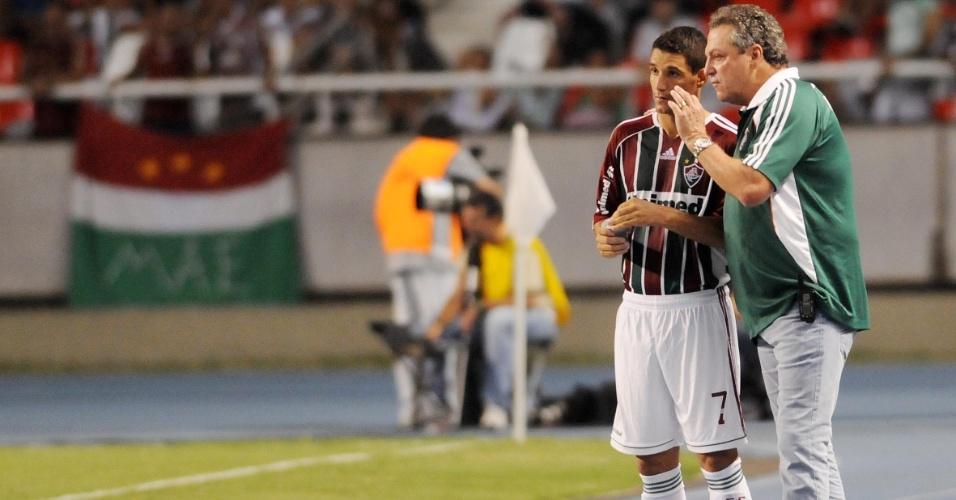 Abel Braga orienta Thiago Neves durante a partida do Fluminense com o Arsenal, na Libertadores