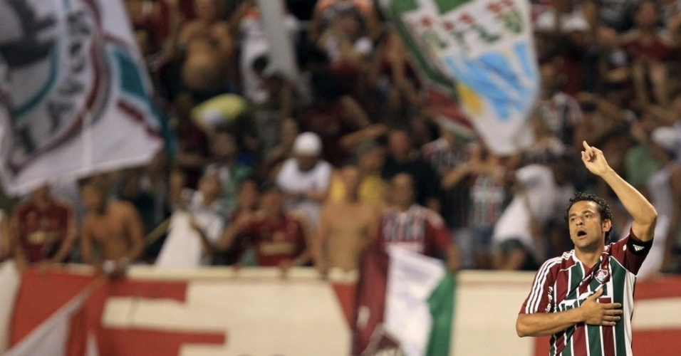 Fred comemora após marcar na partida do Fluminense contra o Arsenal de Sarandi, na Libertadores