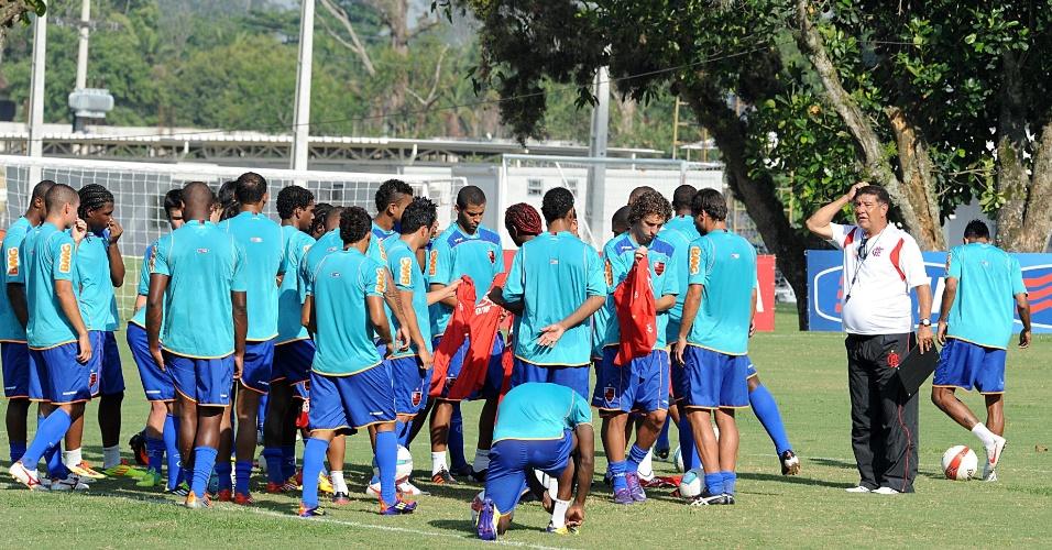 Joel Santana conduz seu primeiro treino com os jogadores do Flamengo (07/02/2012)