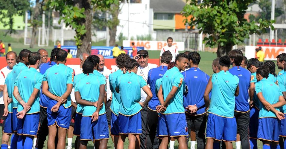 Jogadores do Flamengo treinam pela primeira vez sob comando de Joel Santana após saída de Vanderlei Luxemburgo (07/02/2012)