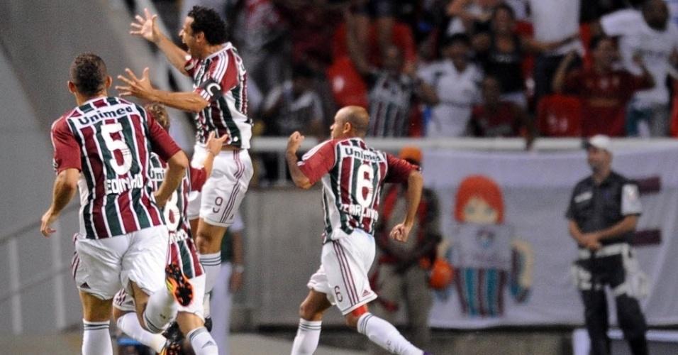 Jogadores do Fluminense comemoram gol de Fred na partida contra o Arsenal de Sarandi na Libertadores