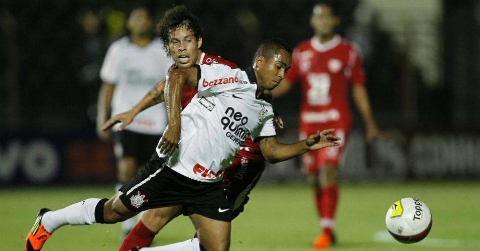 Jorge Henrique pede falta durante jogo contra o Mogi Mirim