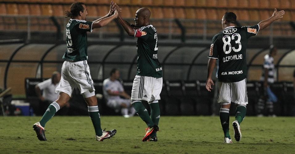 Também de falta, Marcos Assunção deu assistência para o terceiro gol do Palmeiras