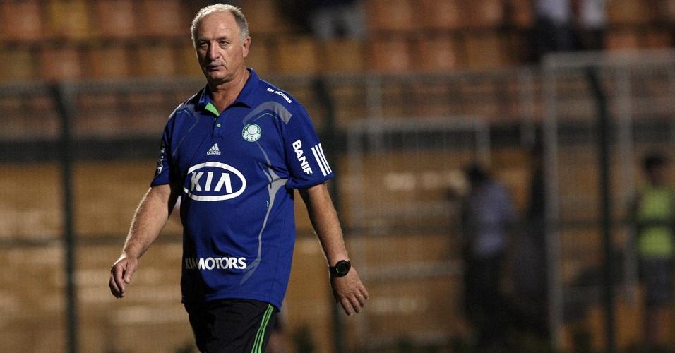 Felipão deixa o campo depois da vitória do Palmeiras sobre o XV de Piracicaba