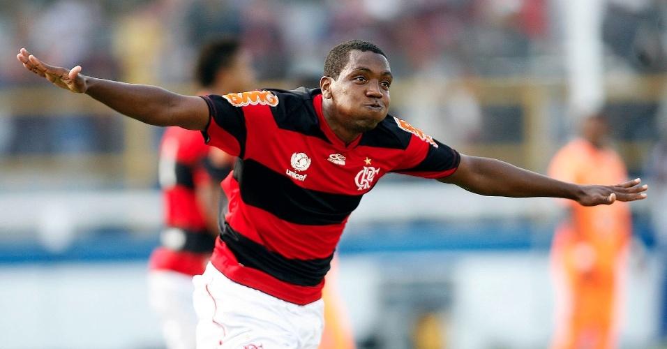 Renato Abreu comemora o gol do Flamengo contra o Caxias, neste domingo