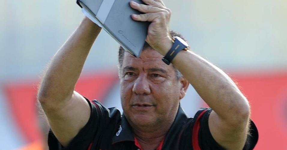 O técnico Joel Santana, do Flamengo