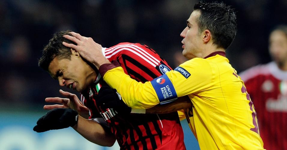 Jogada envolvendo Thiago Silva, do Milan, e Van Persie, do Arsenal, no San Siro (15/02/2012)