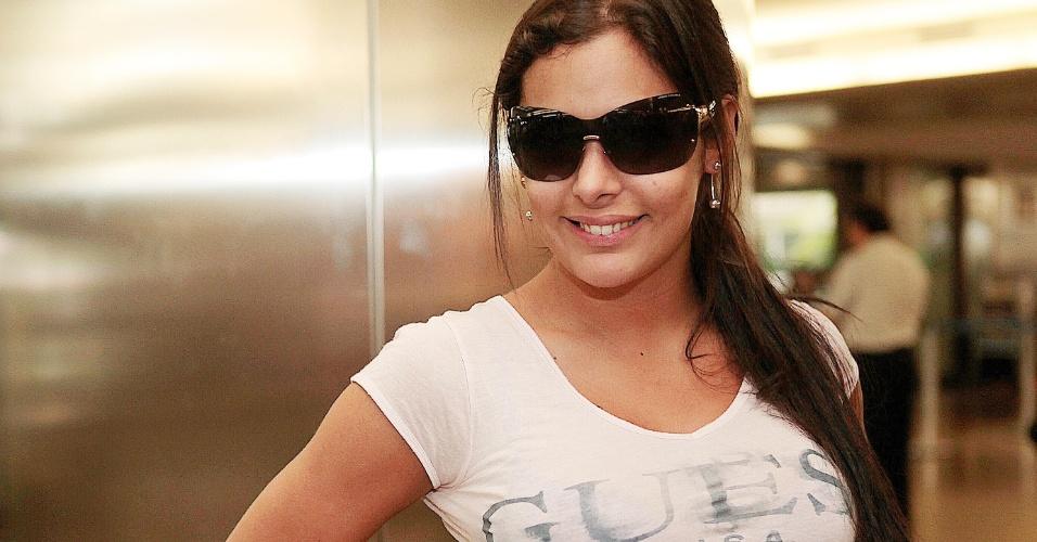 Larissa Riquelme posa para fotos durante a entrevista para o UOL Esporte