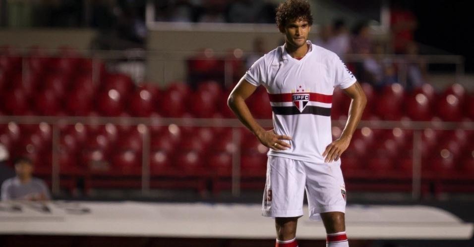 Willian José lamenta após ser expulso na vitória do São Paulo por 3 a 1 contra o Paulista, no Morumbi