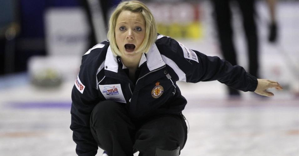 Anna Sloan, da seleção canadense de curling, durante a disputa do Mundial da modalidade, na Dinamarca