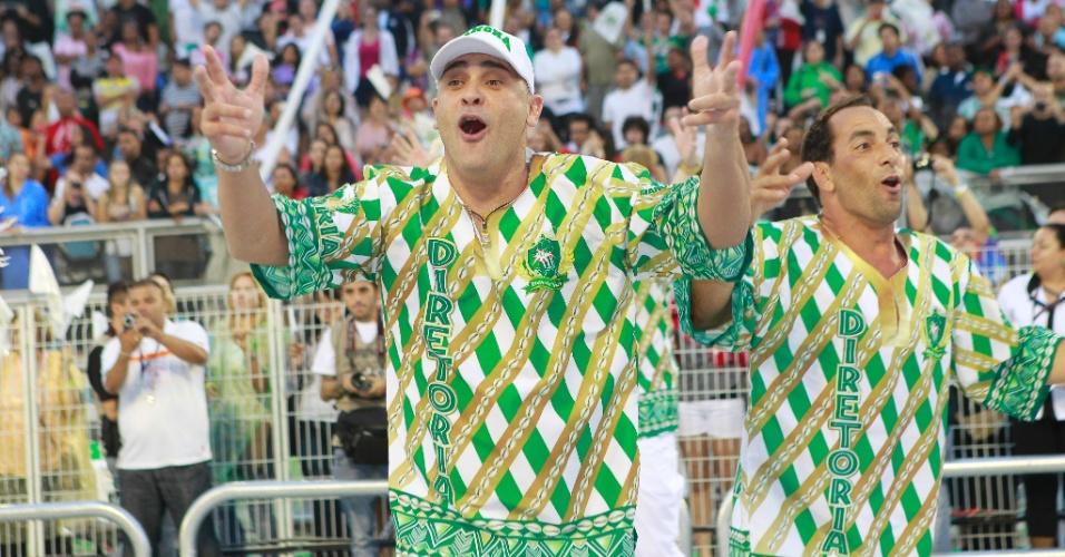 Ex-jogadores Marcos e Edmundo desfilam em São Paulo pela escola Mancha Verde, a torcida organizada do Palmeiras