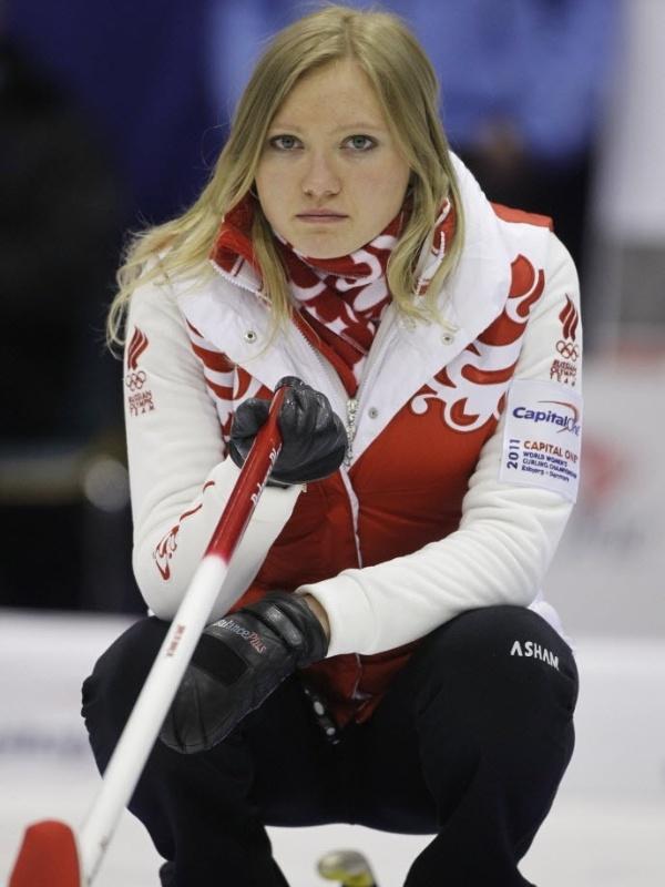Ludmila Privivkova, jogadora da seleção russa de curling, durante o Mundial na Dinamarca, em 2011
