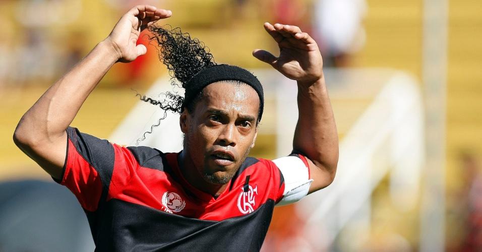 Ronaldinho Gaúcho comemora gol do Flamengo contra o Resende, pelo Estadual do Rio