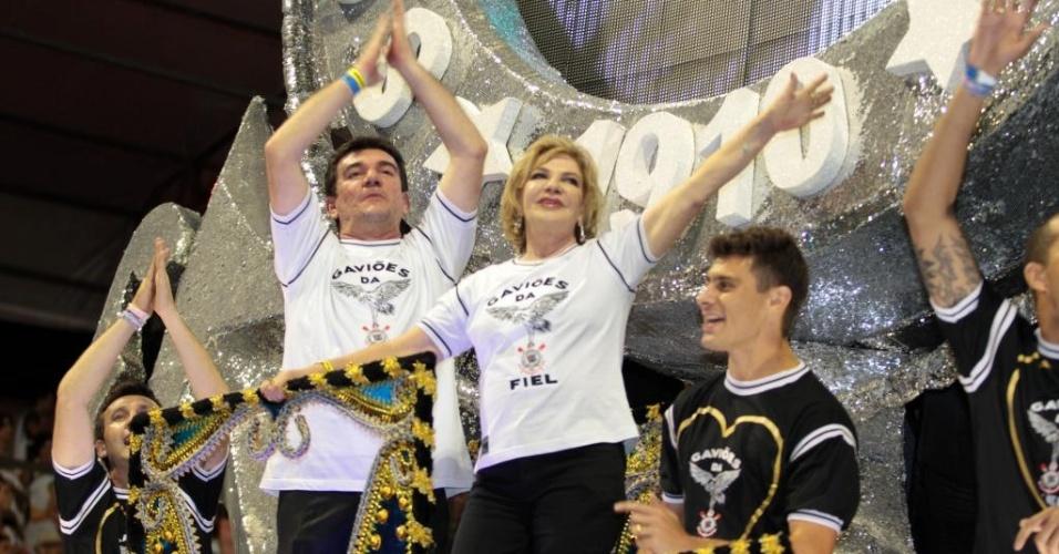 Neto, Andres Sanchez, a mulher do ex-presidente Lula, Marisa, e o jogador Alex foram destaques de carro alegórico da Gaviões no Carnaval paulistano