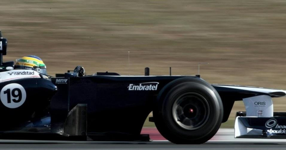 Bruno Senna pilota sua Williams pelo circuito de Barcelona