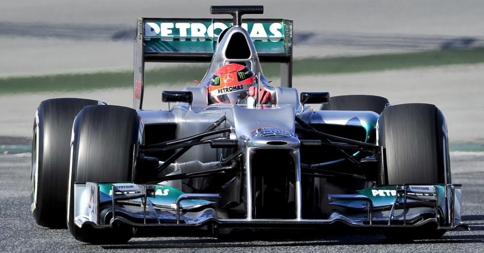 Michael Schumacher leva para a pista pela primeira vez o carro de 2012 da Mercedes