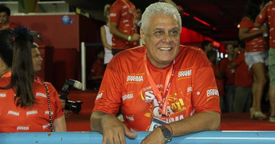 Roberto Dinamite, ex-jogador e presidente do Vasco, na sacada do camarote da Brahma na Marquês de Sapucaí