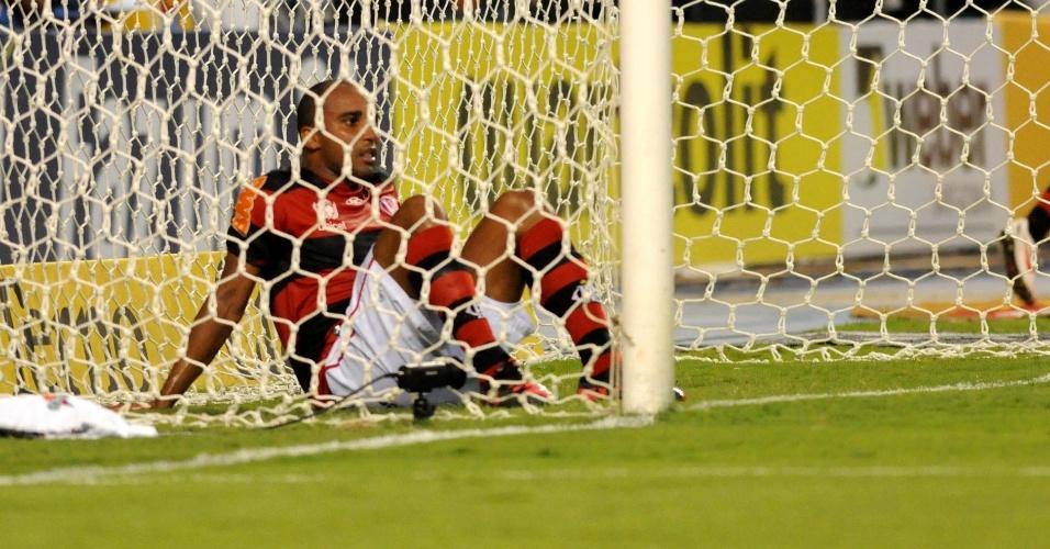 Deivid lamenta após perder gol incrível para o Flamengo no clássico contra o Vasco (22/02/12)