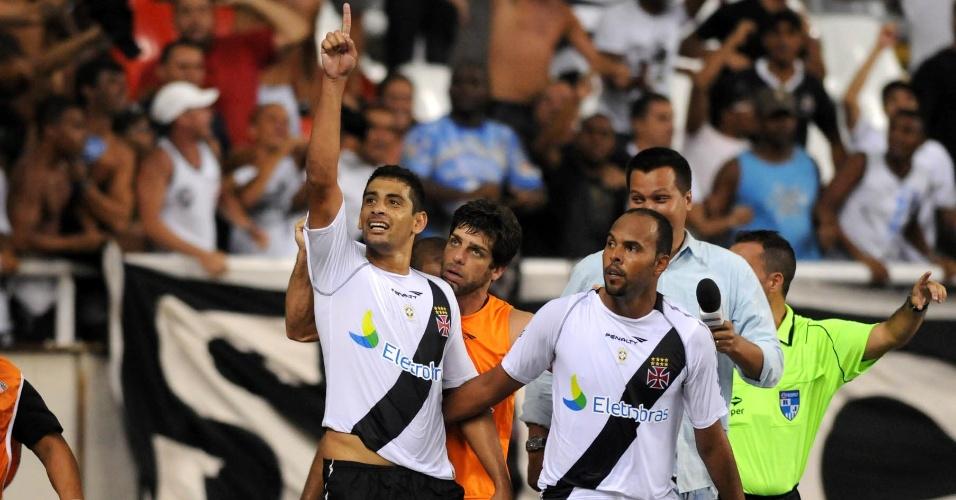 Diego Souza comemora ao marcar o segundo gol do Vasco sobre o Flamengo (22/02/12)