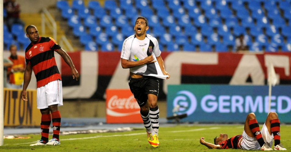 Diego Souza vibra ao marcar o segundo gol do Vasco sobre o Flamengo na semifinais da Taça Guanabara (22/02/12)