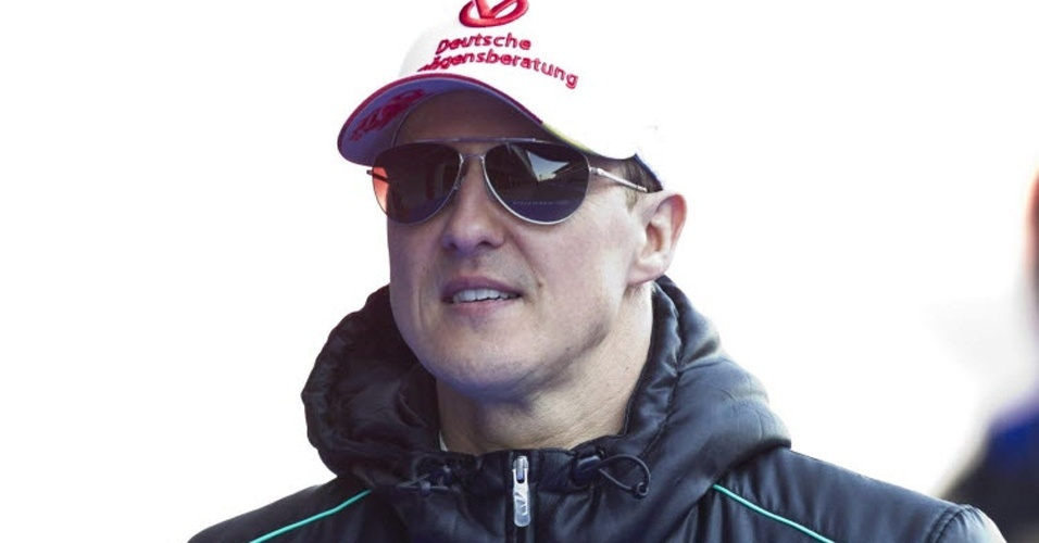 Michael Schumacher comparece ao segundo dia de testes em Barcelona; heptacampeão deu lugar a Nico Rosberg na quarta-feira