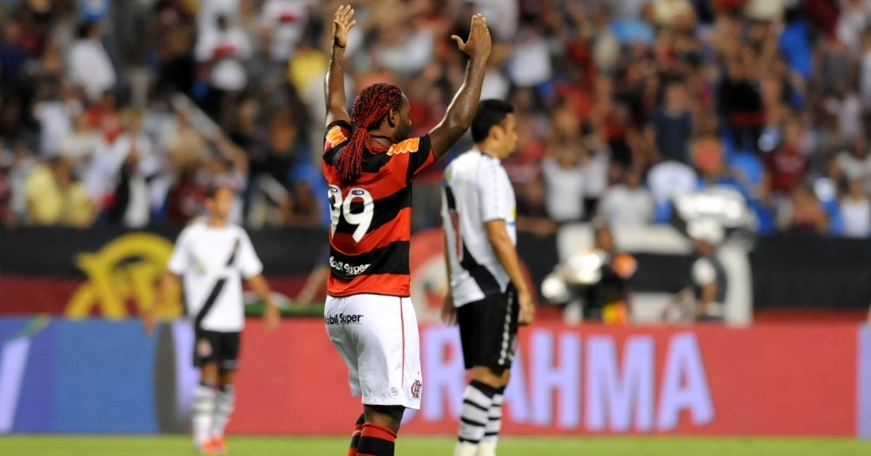Vagner Love comemora gol do Flamengo na partida contra o Vasco pela semifinal da Taça Guanaraba