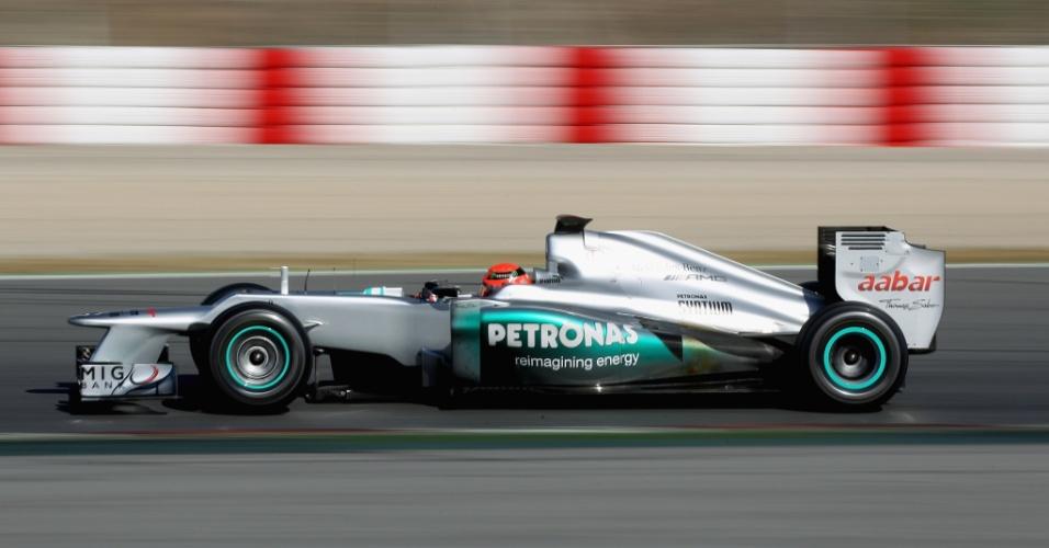 Michael Schumacher voltou à pista de Barcelona e participou de testes