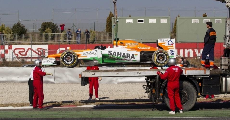 Force India de Paul di Resta é retirada após escapada durante treino em Barcelona