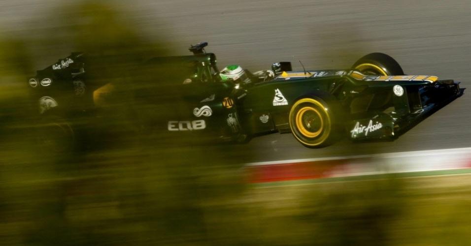 Heikki Kovalainen, da Caterham, participa do último dia de testes em Barcelona