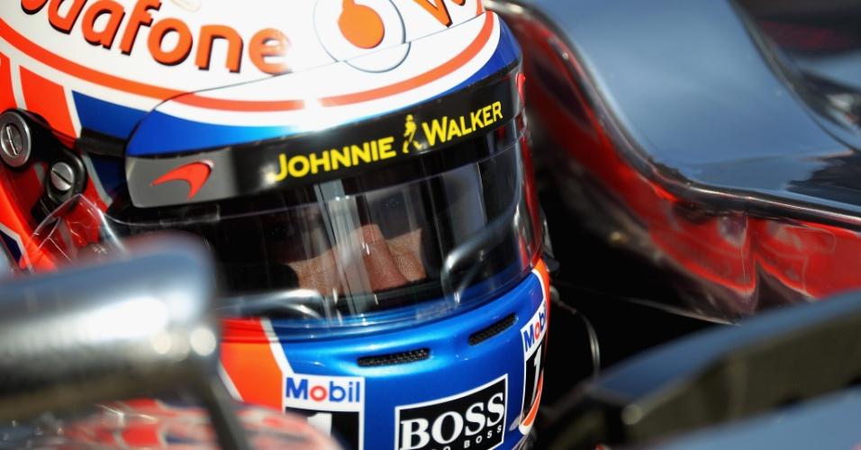 Jenson Button se prepara para entrar na pista em Barcelona