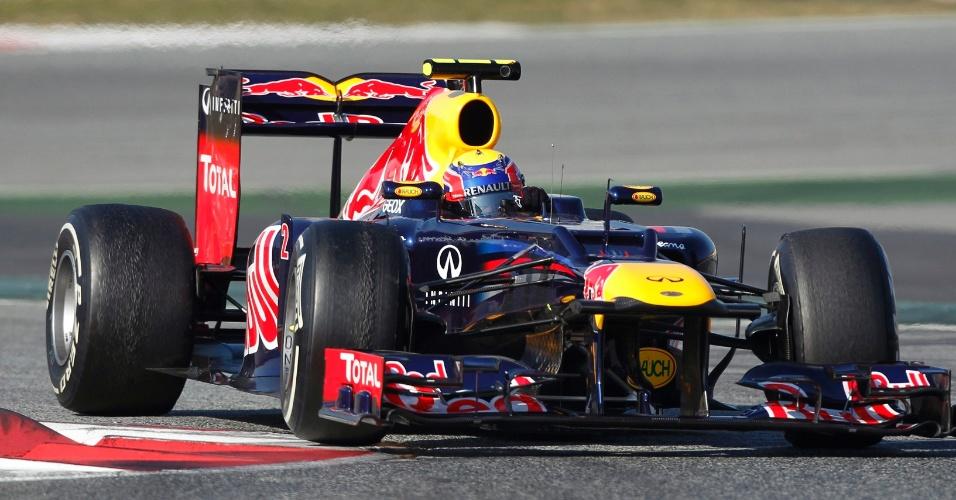 Mark Webber conduz sua Red Bull pelo circuito de Barcelona